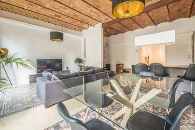 Просторная и светлая квартира в соверенном стиле в центре Барселоны